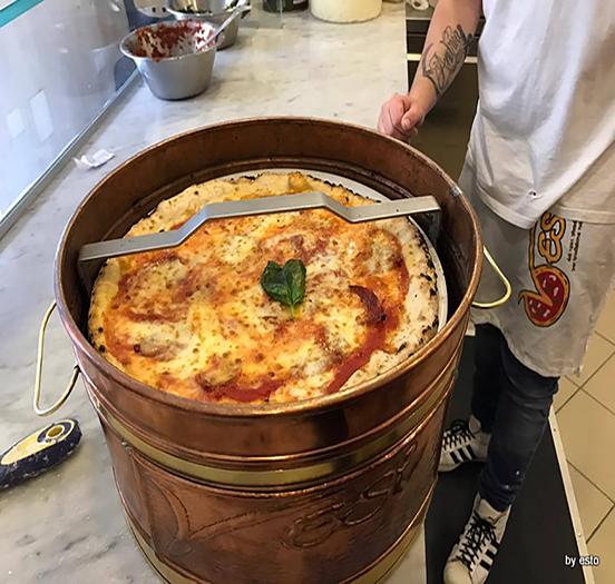 نمونهای از ظروف حمل پیتزا